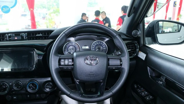 2018 Toyota Hilux Double Cab 2.4 L-Edition AT 4x4 Interior 005