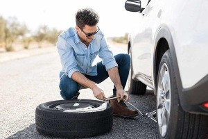 Run flat tyres, tyre repair kits, or spare tyres. Which is best?