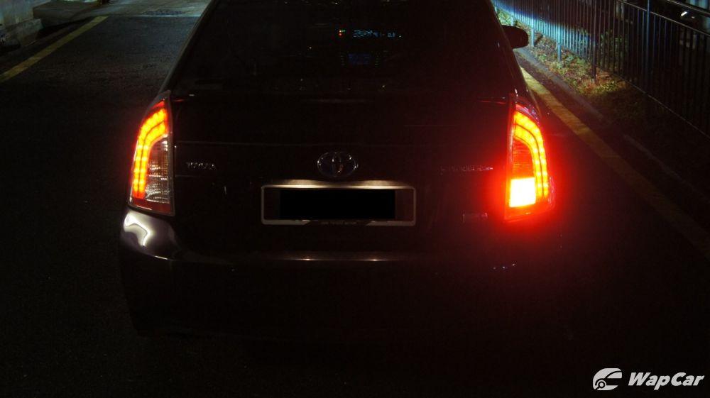 Toyota Prius rear fog lamp placement