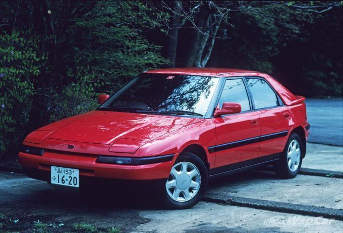 Favoured among playboys, the Mazda Astina is a headlight-flipping 90s icon 02