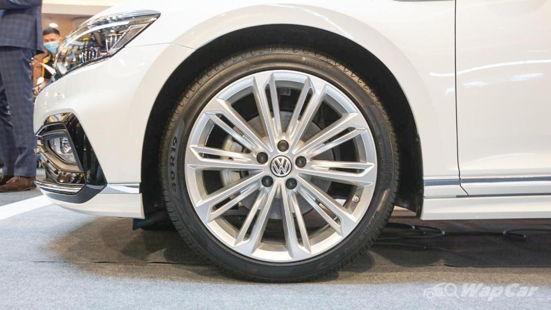 2020 Volkswagen Passat 2.0TSI R-Line Exterior 030