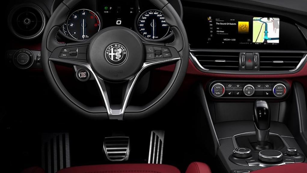 Alfa Romeo Giulia (2019) Interior 012
