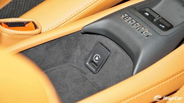 2020 Ferrari F8 Spider  Interior 010