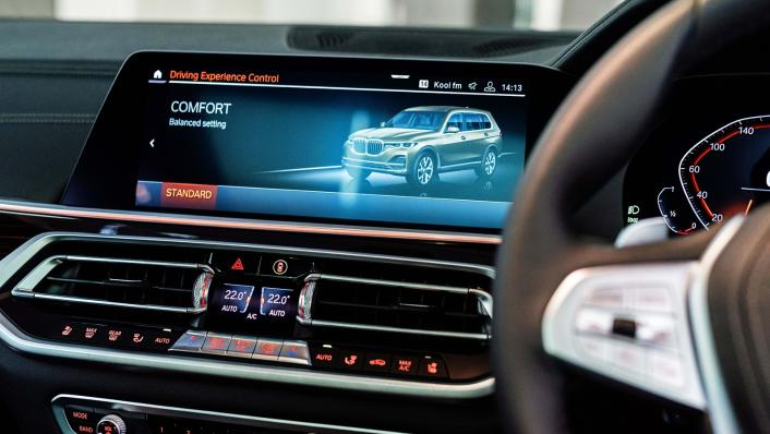 2021 BMW X7 xDrive40i Pure Excellence Interior 006