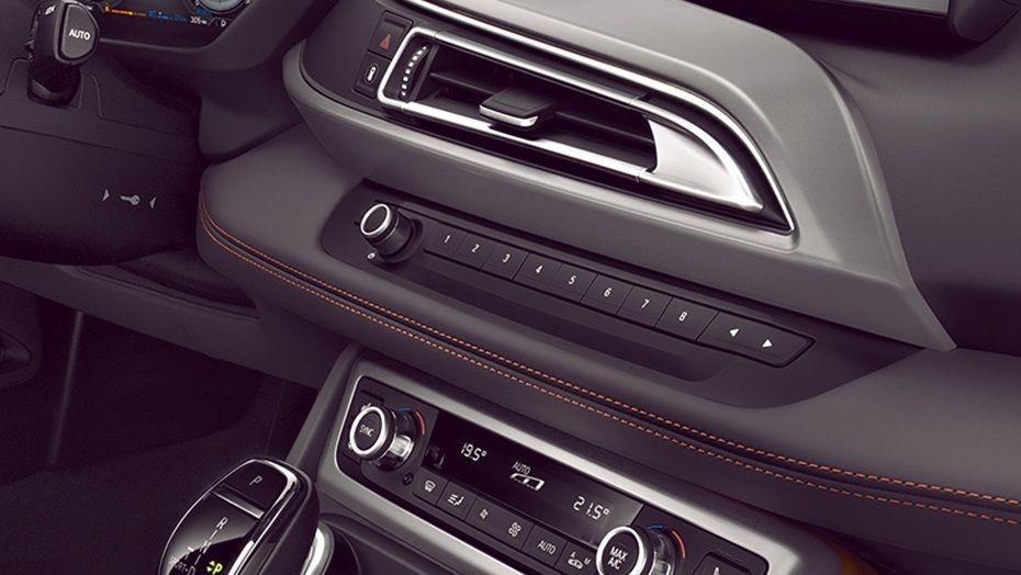 BMW i8 Coupe (2019) Interior 006