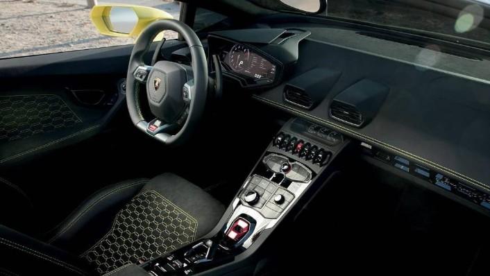 Lamborghini Huracán (2017) Interior 002
