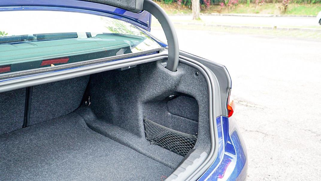 2020 BMW 3 Series 320i Sport Interior 100