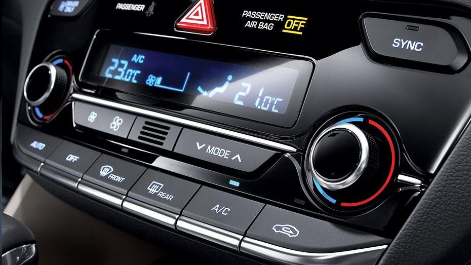 Hyundai Ioniq (2018) Interior 006