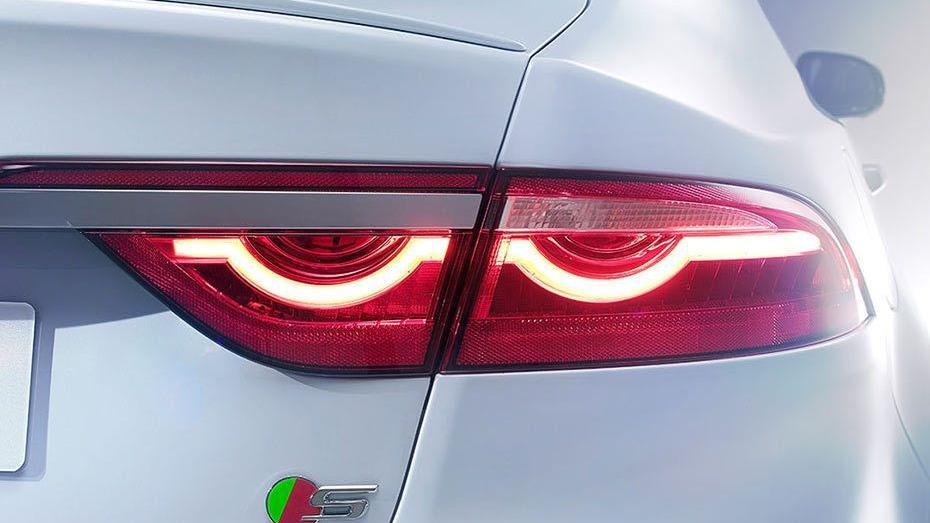 Jaguar XF (2017) Exterior 010