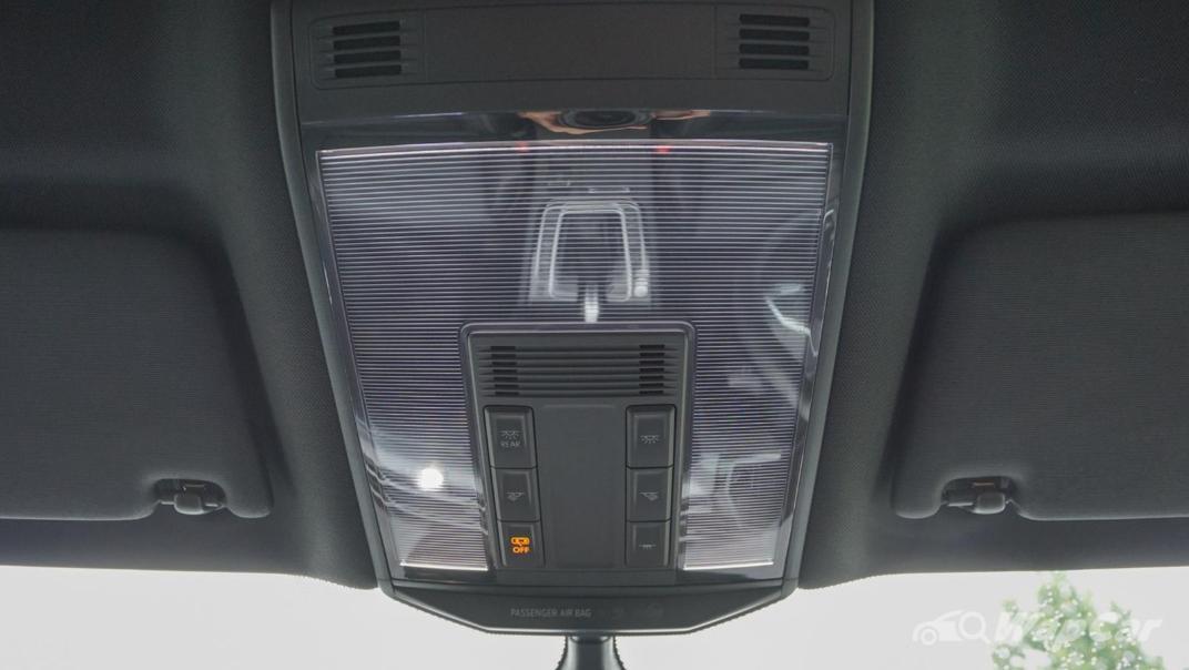 2020 Volkswagen Passat 2.0TSI R-Line Interior 011