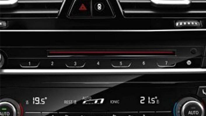 BMW 6 Series GT (2019) Interior 007