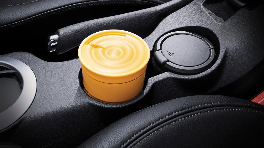 Hyundai Veloster (2017) Interior 007