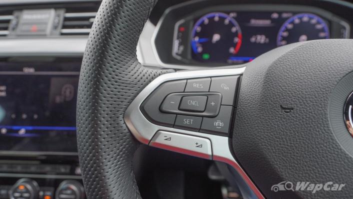 2020 Volkswagen Passat 2.0TSI R-Line Interior 003