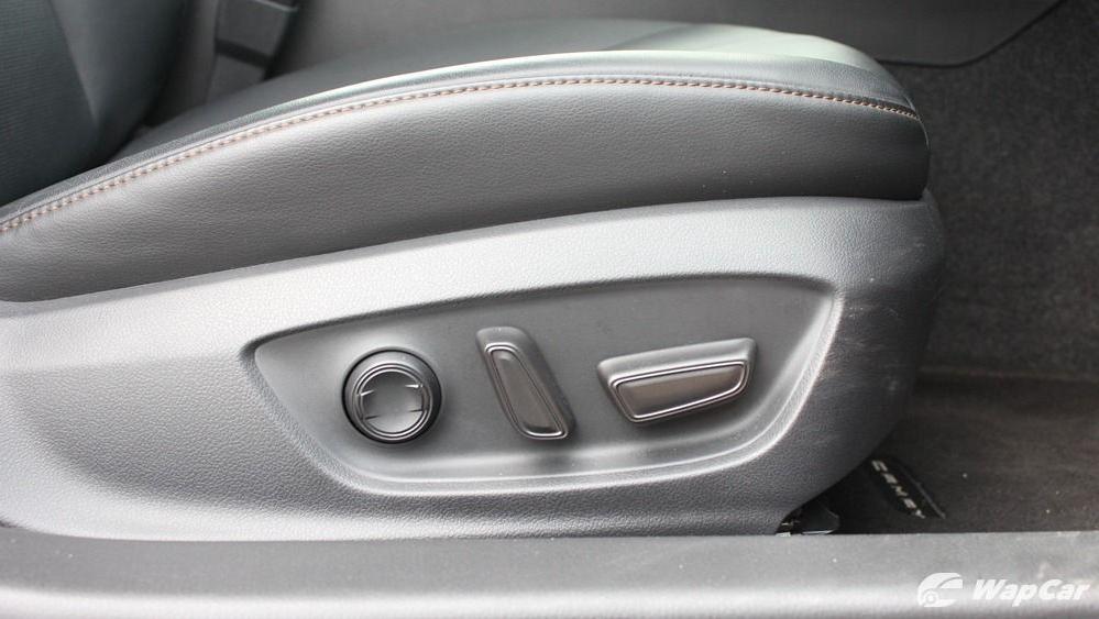 2019 Toyota Camry 2.5V Interior 060