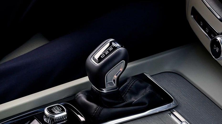 Volvo XC60 (2018) Interior 007