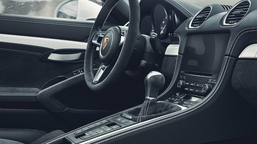 2019 Porsche 718 718 Spyder Interior 003