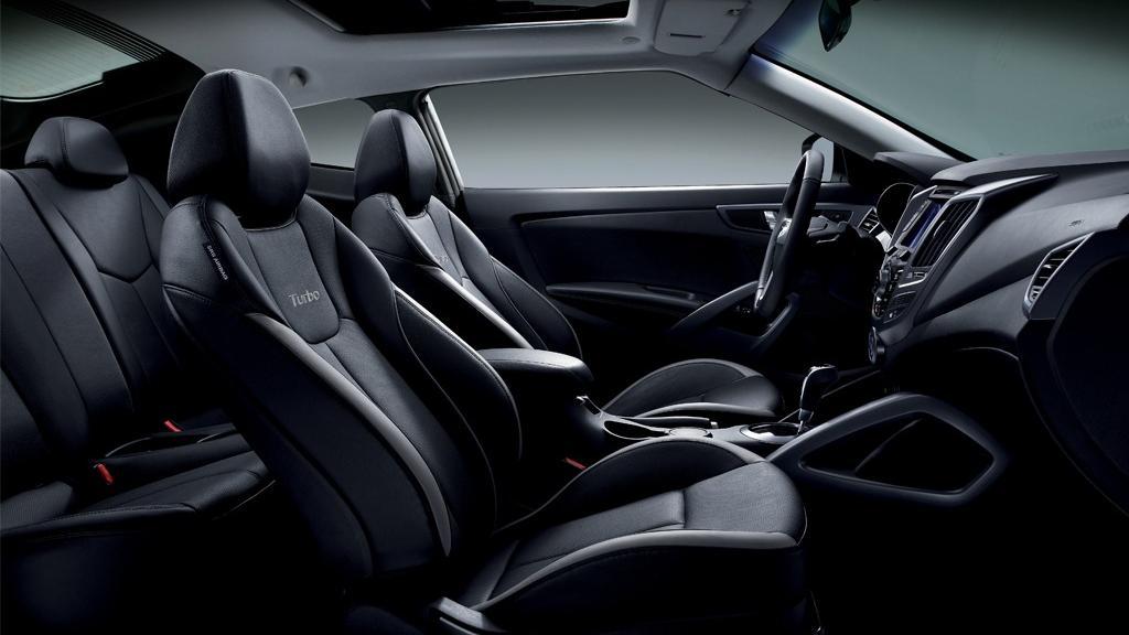 Hyundai Veloster (2017) Interior 009