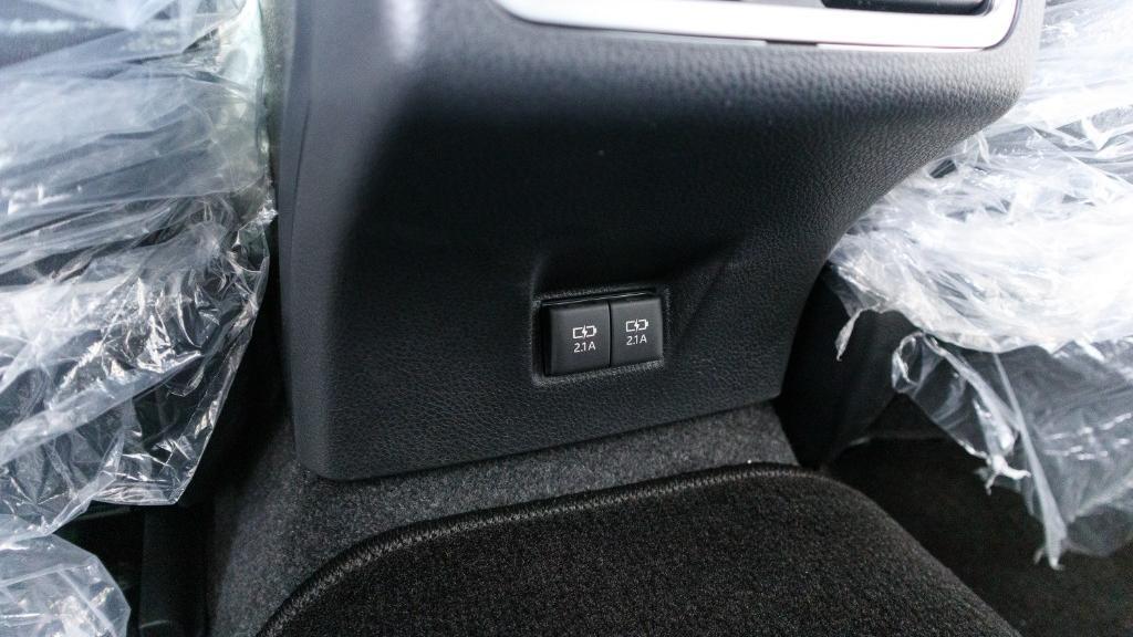 2019 Toyota Camry 2.5V Interior 030