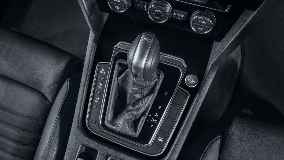 Volkswagen Passat (2018) Interior 010