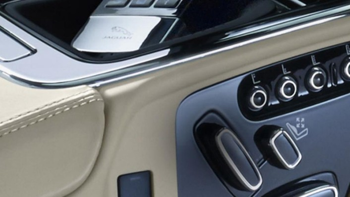 Jaguar XJ (2017) Interior 002