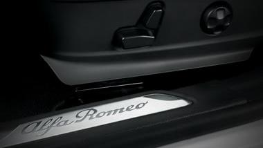 Alfa Romeo Giulia (2019) Interior 008