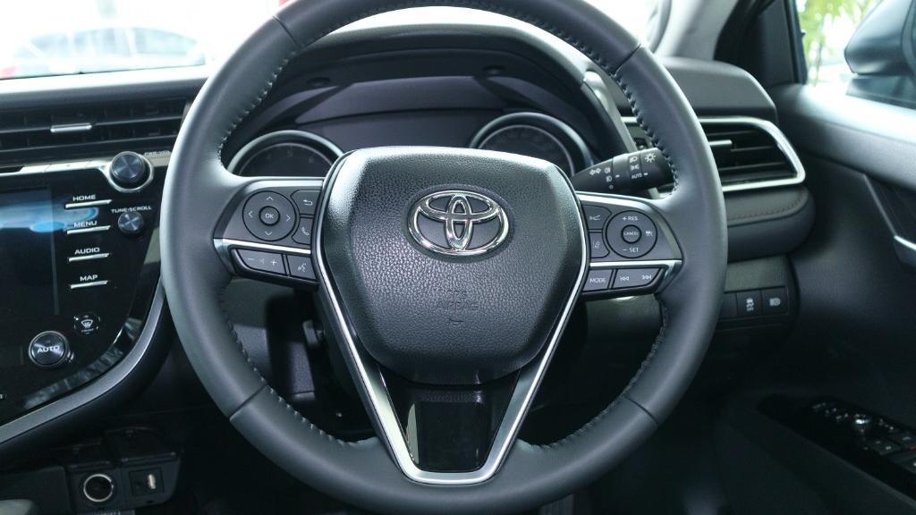 2019 Toyota Camry 2.5V Interior 006