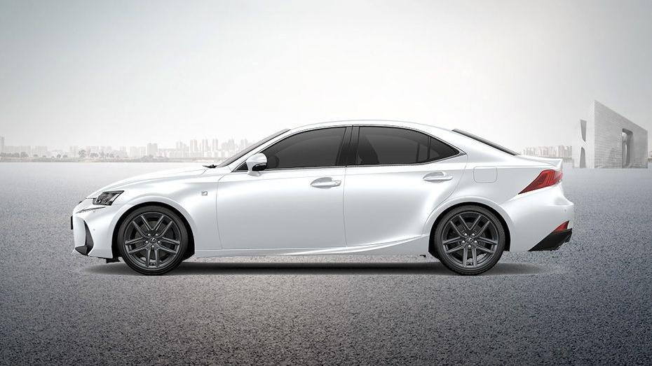 Lexus IS (2018) Exterior 010
