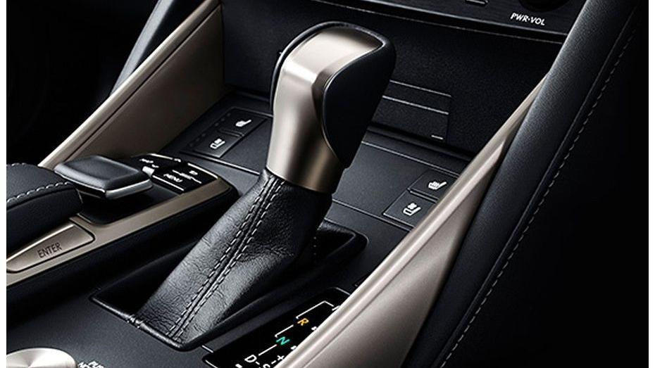 Lexus IS (2018) Interior 007
