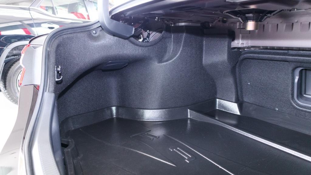 2019 Toyota Camry 2.5V Interior 040