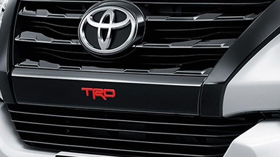 Toyota Fortuner (2018) Exterior 009