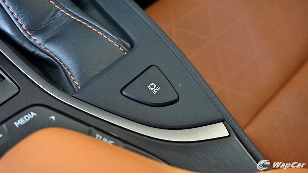 2020 Lexus UX 200 Luxury Interior 035