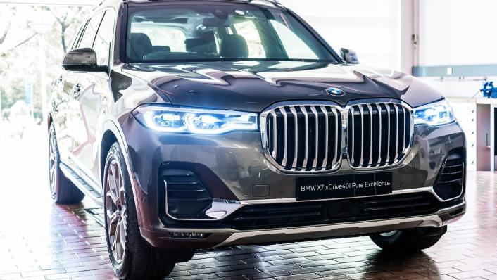 2021 BMW X7 xDrive40i Pure Excellence Exterior 002