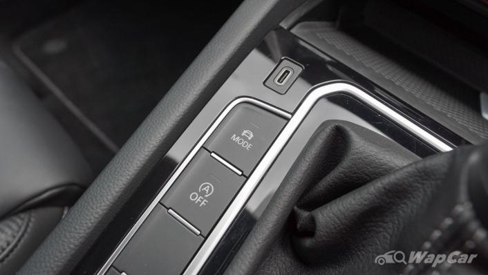 2020 Volkswagen Passat 2.0TSI R-Line Interior 006