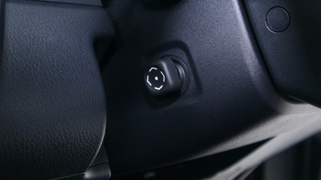 2019 Toyota Camry 2.5V Interior 023