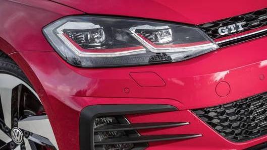 Volkswagen Golf GTI (2019) Exterior 002
