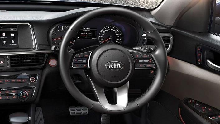 Kia Optima (2018) Interior 002