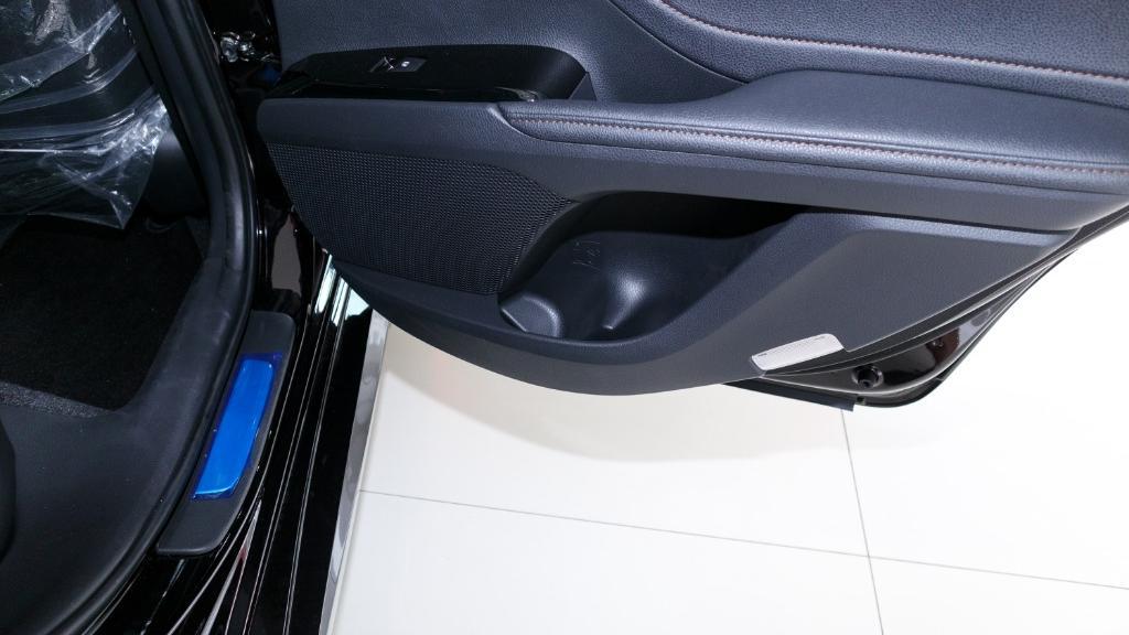 2019 Toyota Camry 2.5V Interior 038
