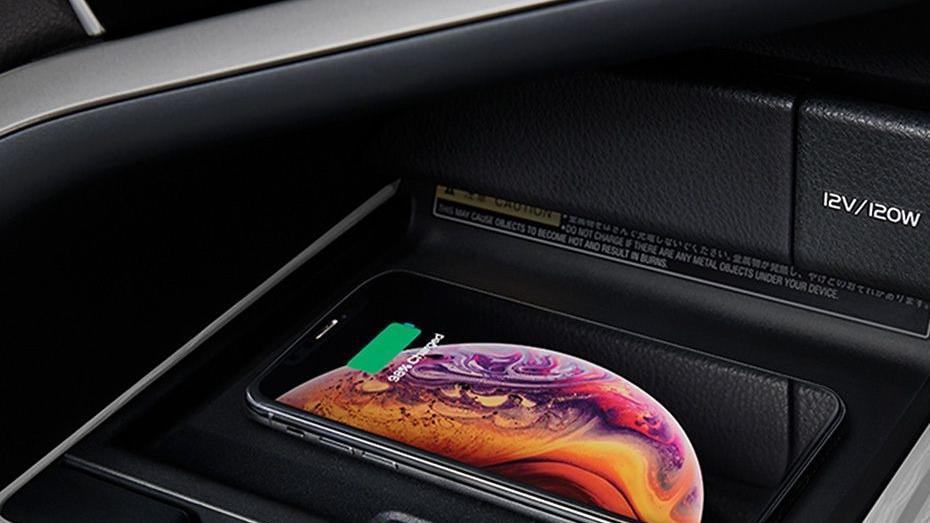 Toyota Camry (2019) Interior 011
