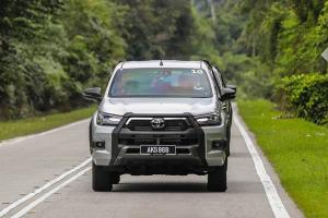 How to use the new off-road driving features in 2020 Toyota Hilux - Superflex suspension, Auto LSD, new A-TRC