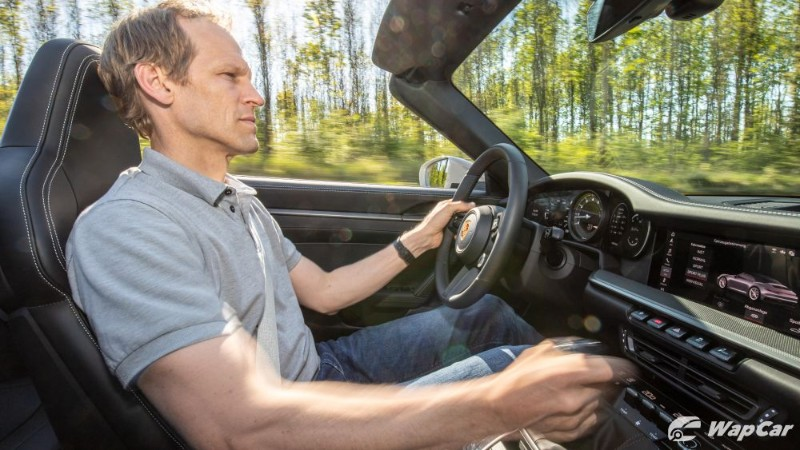 The Porsche 911 (992) is now available with a manual transmission in Europe 02