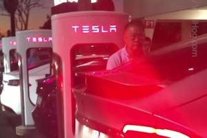 Tesla owners feuding over charging port almost causes man to have a stroke