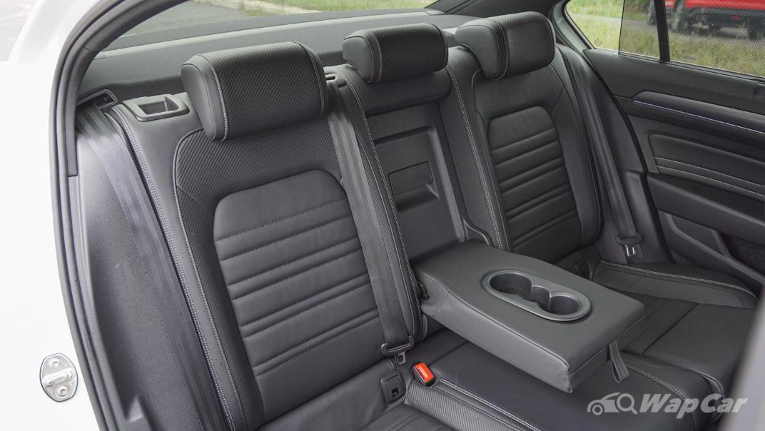 2020 Volkswagen Passat 2.0TSI R-Line Interior 017