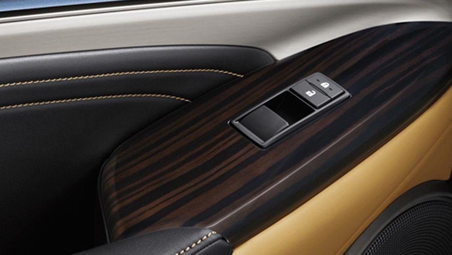 Lexus RC (2018) Interior 001
