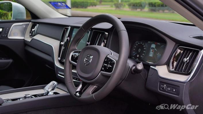 2020 Volvo XC60 T8 Twin Engine Inscription Plus Interior 003
