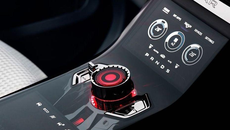 Jaguar F-Pace (2018) Interior 003
