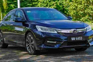In Brief: 9th gen Honda Accord - old but still a better buy over the newer Toyota Camry?