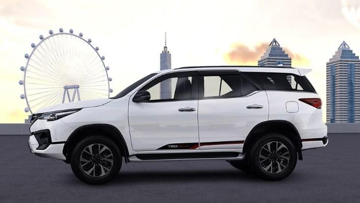 Toyota Fortuner (2018) Exterior 008