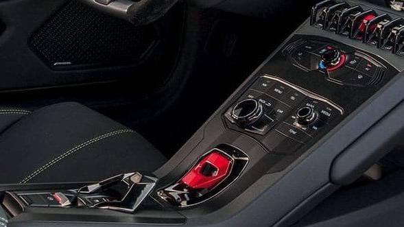 Lamborghini Huracán (2019) Interior 014