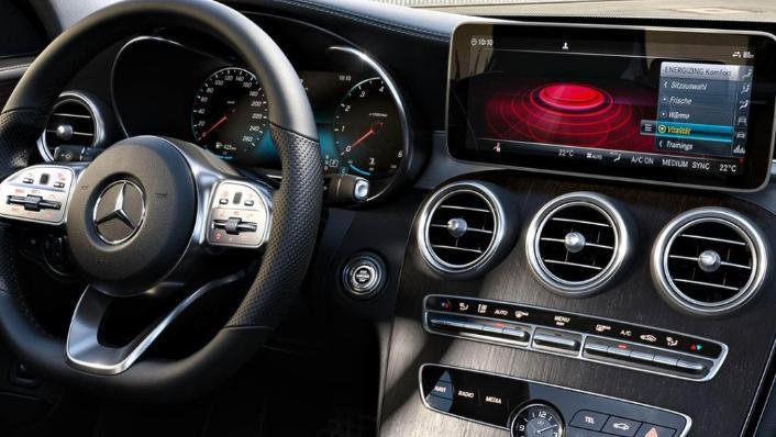 Mercedes-Benz C-Class Saloon (2018) Interior 002