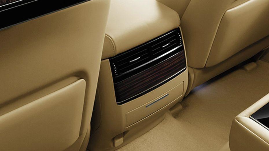 Lexus LX (2018) Interior 006